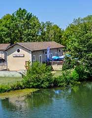 Camping en bord de rivière en Charente