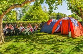 Louer un emplacement pour tente entre copains en Dordogne